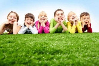 дети на траве